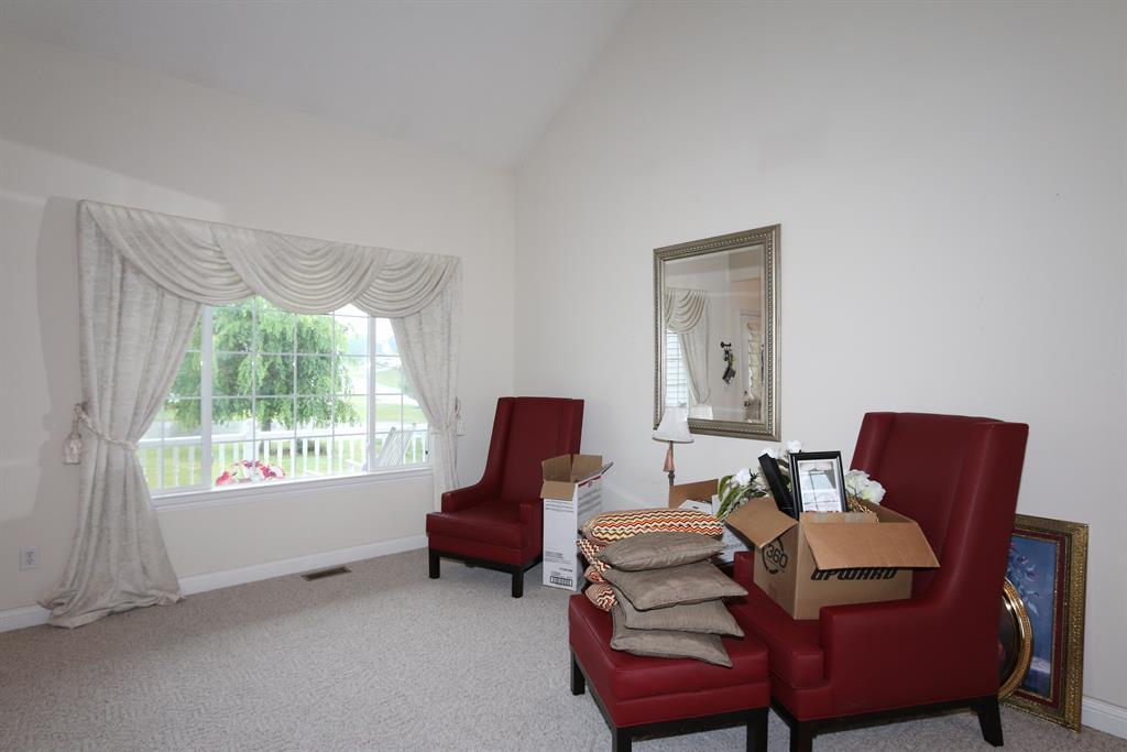 Living Room for 2325 Cedarwood Dr Maysville, KY 41056