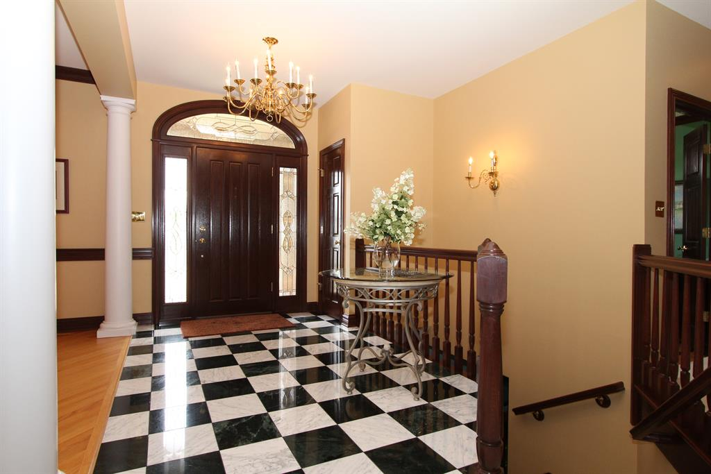 Foyer for 915 Squire Oaks Dr Villa Hills, KY 41017