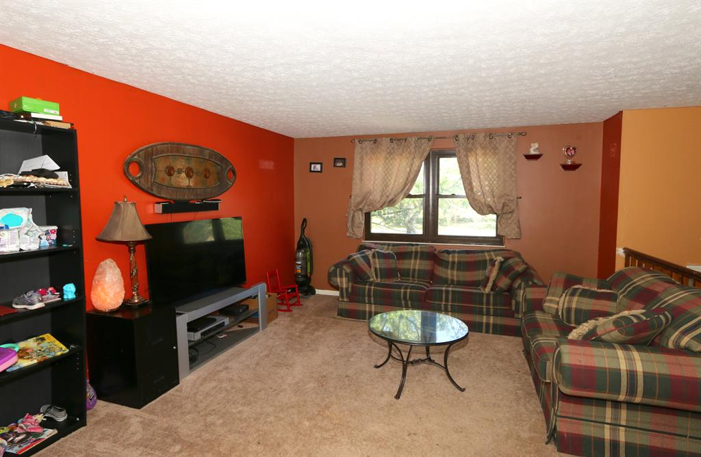Living Room for 6350 Clovernook Dr Burlington, KY 41005