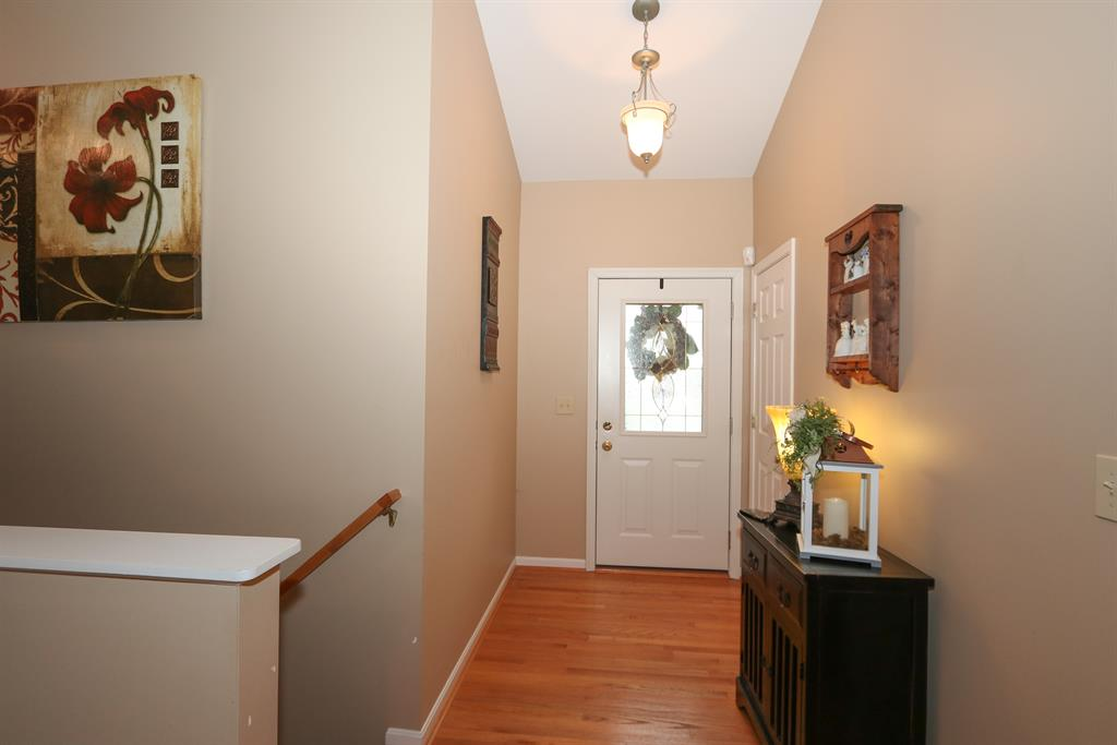 Foyer for 7513 Roxbury Ct Florence, KY 41042