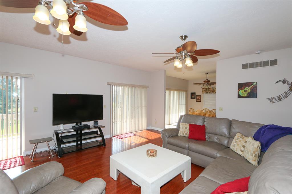 Living Room for 1054 Brunswick Dr Lake Lorelei, OH 45118