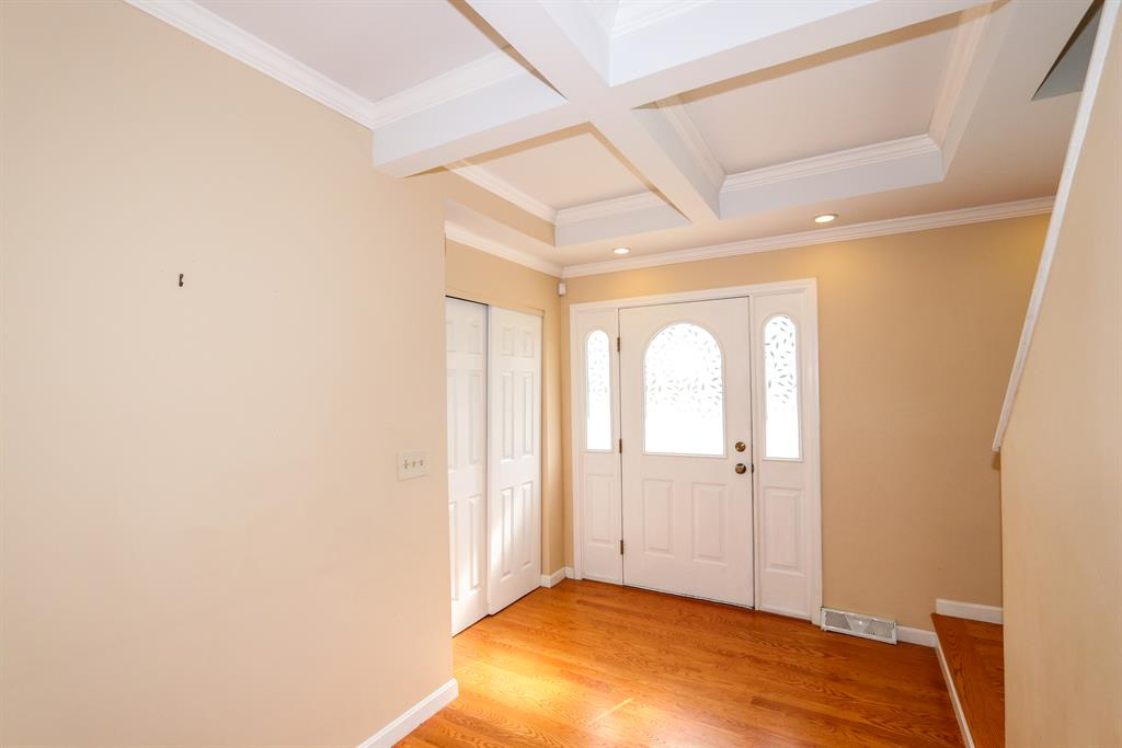 Foyer for 9864 Belleford Ct Montgomery, OH 45242