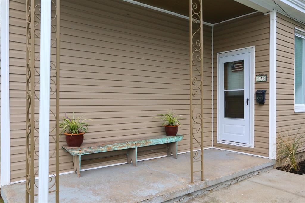 Entrance for 226 Kenton St Bromley, KY 41016