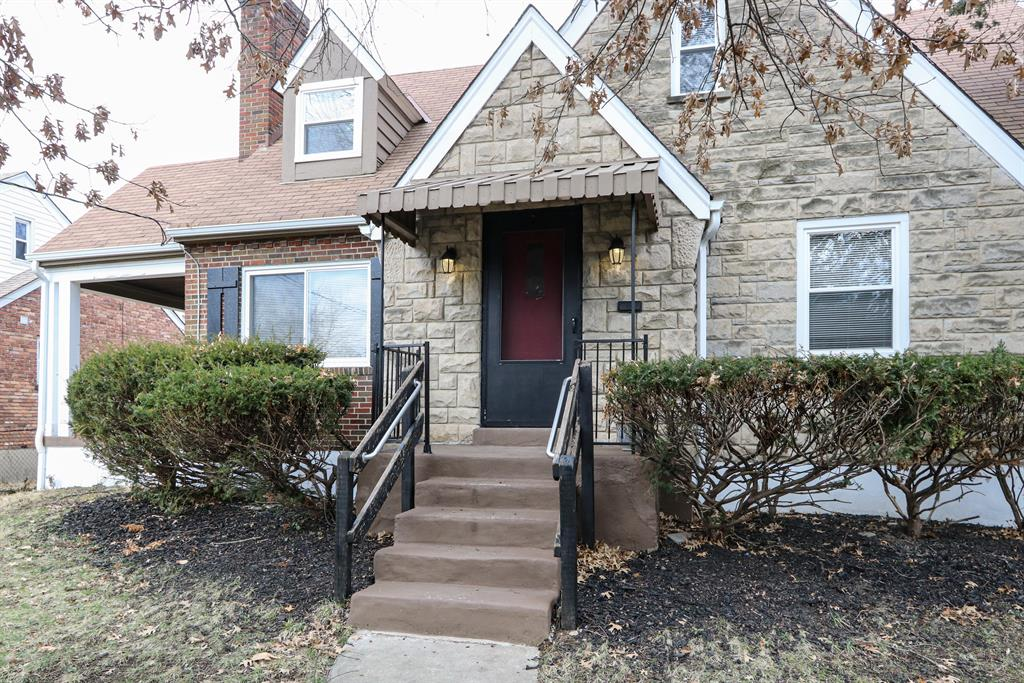 Entrance for 1712 Stoneybrook Dr Roselawn, OH 45237