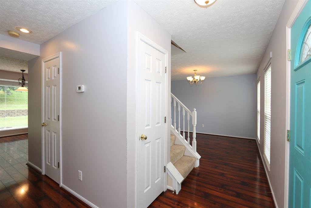 Foyer image 2 for 764 Lakefield Dr Independence, KY 41051