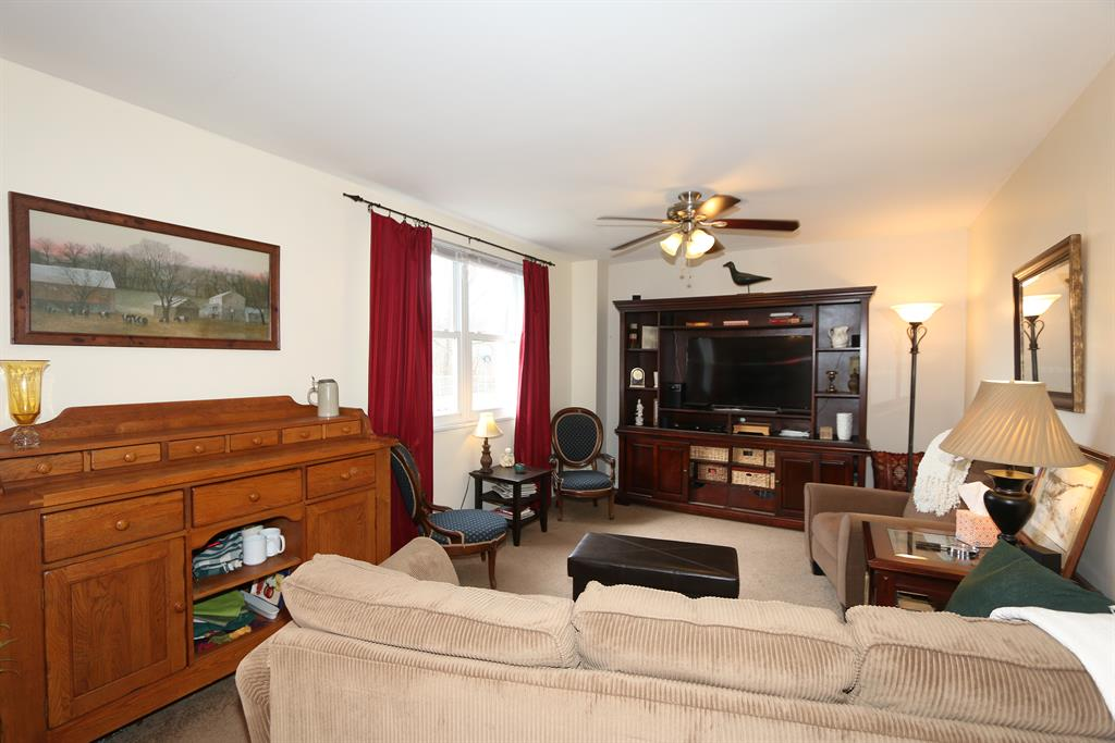 Living Room for 67 Flanders Ln Greenhills, OH 45218