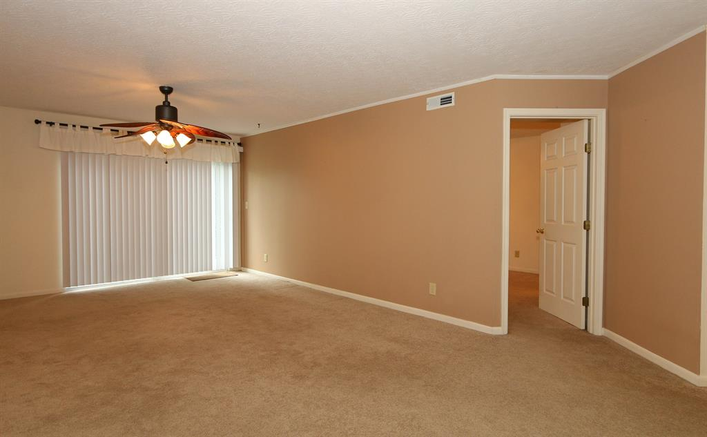 Living Room for 200 Sonoma Ct, 102 Cold Spring, KY 41076
