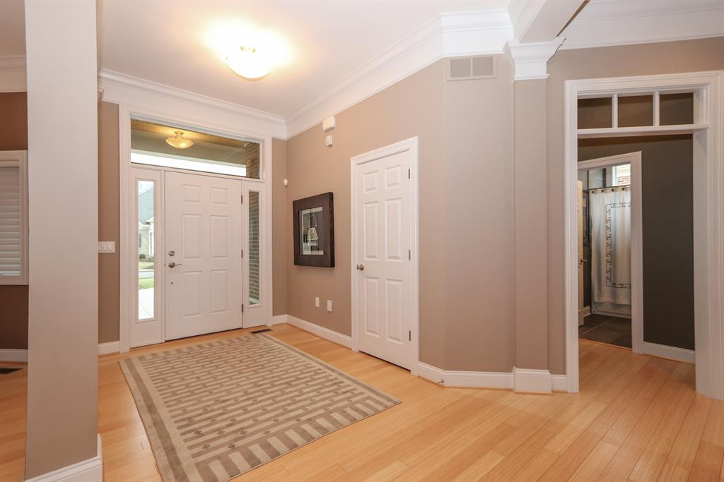 Foyer for 206 Legacy Ln Montgomery, OH 45249