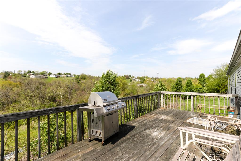 Deck for 290 Della Ct Verona, KY 41092