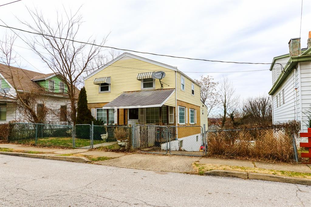 Exterior (Main) 2 for 1704 Monroe St Covington, KY 41014