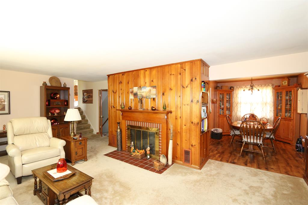 Living Room for 84 Faren Dr Highland Heights, KY 41076