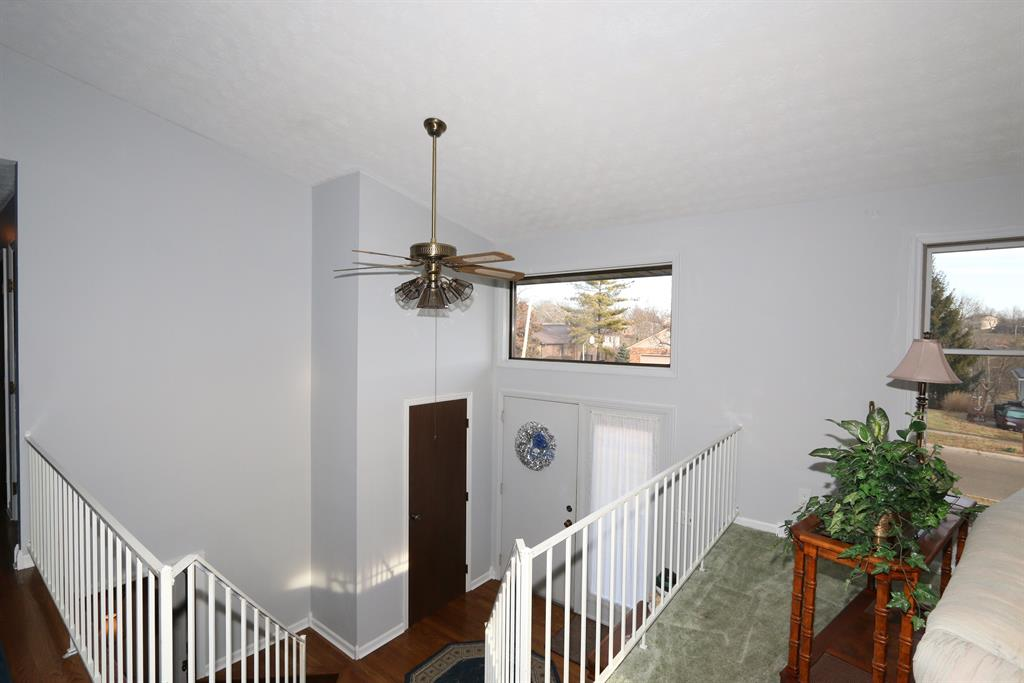 Foyer for 1290 Elizabeth Dr Hamilton West, OH 45013