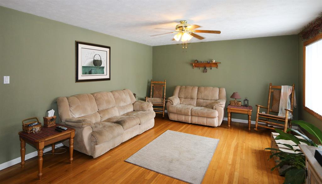 Living Room for 3286 Uplands Dr Springfield, OH 45506