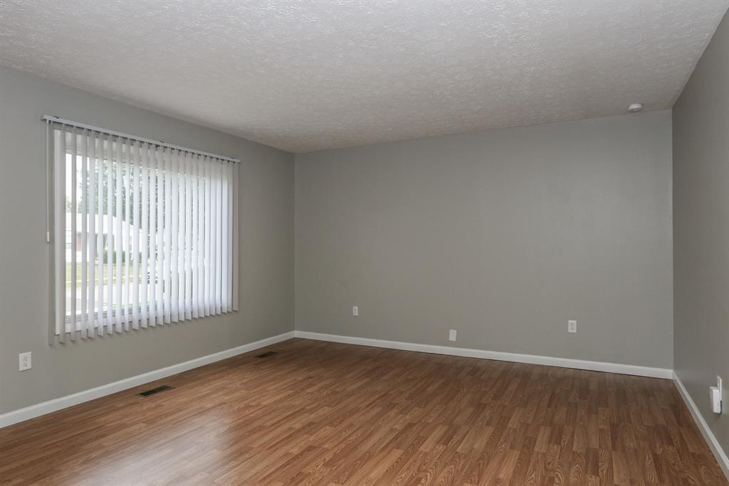 Living Room for 2401 Sheelah Ct Kettering, OH 45420