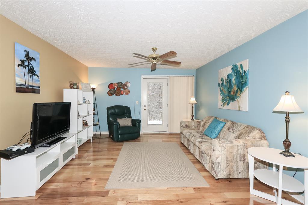 Living Room for 225 Cave Rn, 4 Erlanger, KY 41018
