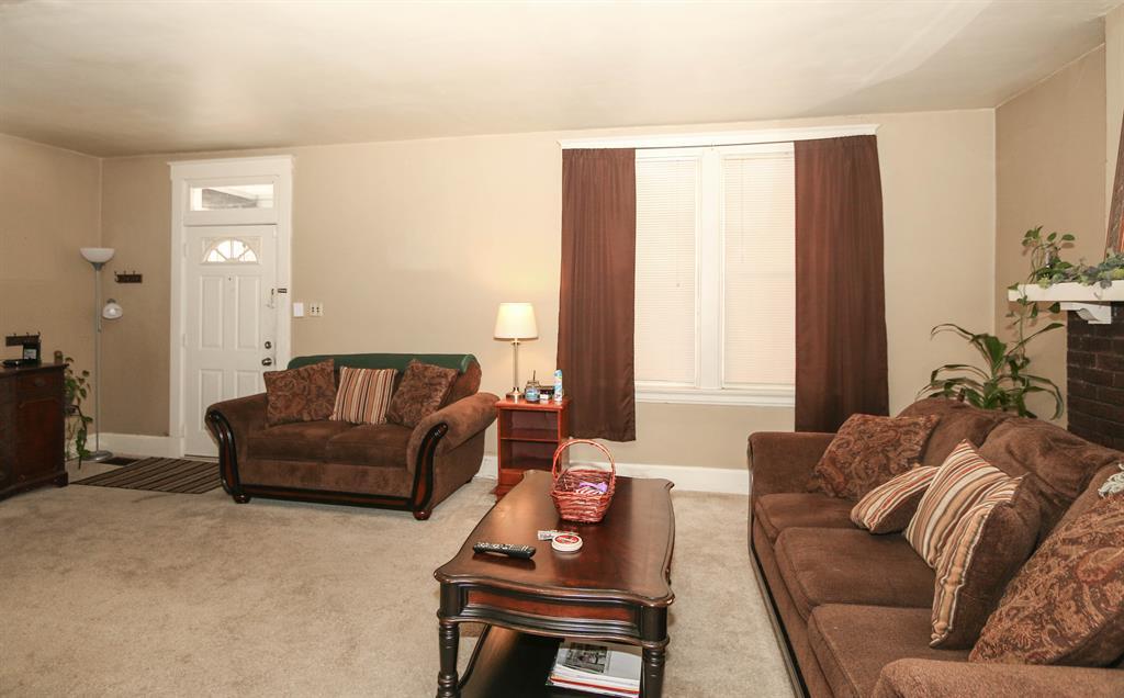 Living Room for 2004 Eastern Ave Covington, KY 41014