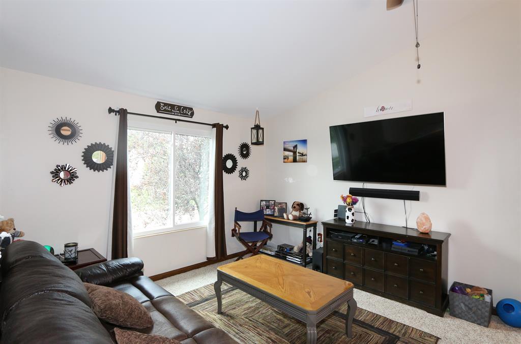 Living Room for 111 Green Hill Dr Covington, KY 41017