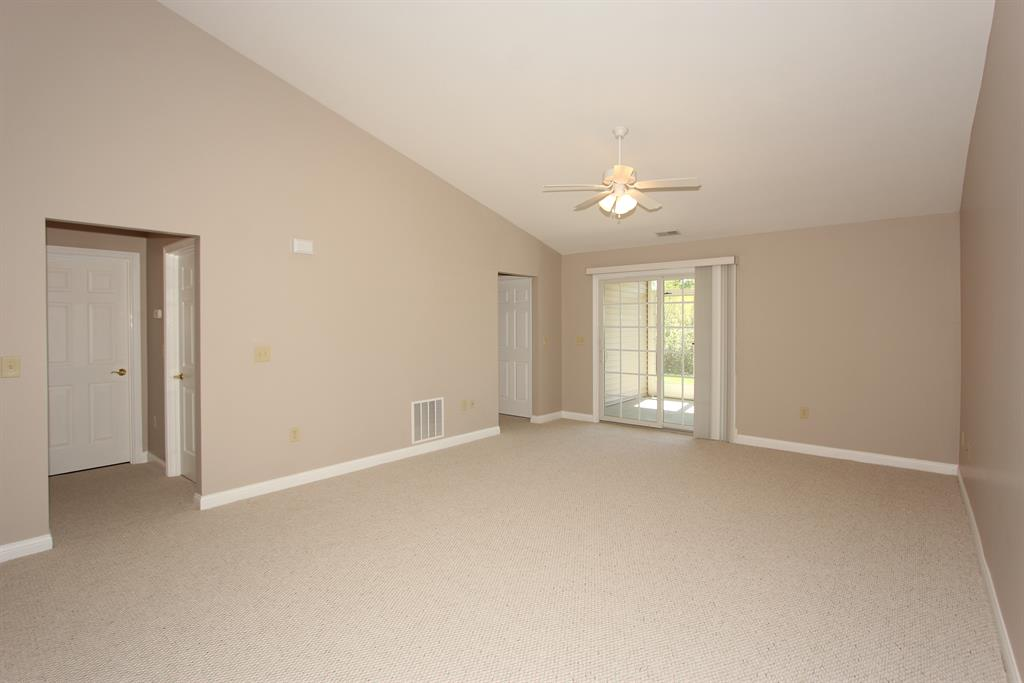Living Room for 5057 Spring Hill Dr, 5-A Taylor Mill, KY 41015