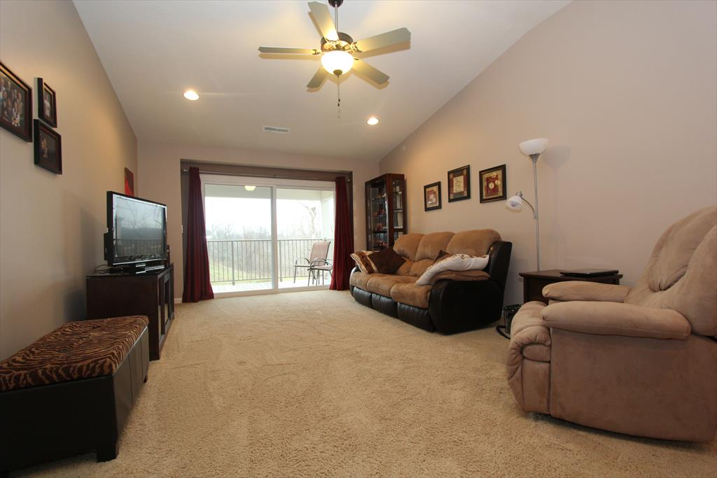Living Room for 2535 Paragon Mill Dr Burlington, KY 41005