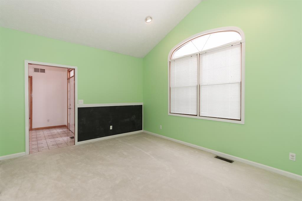 Living Room for 2125 Lost Oaks Ln West Harrison, IN 47060