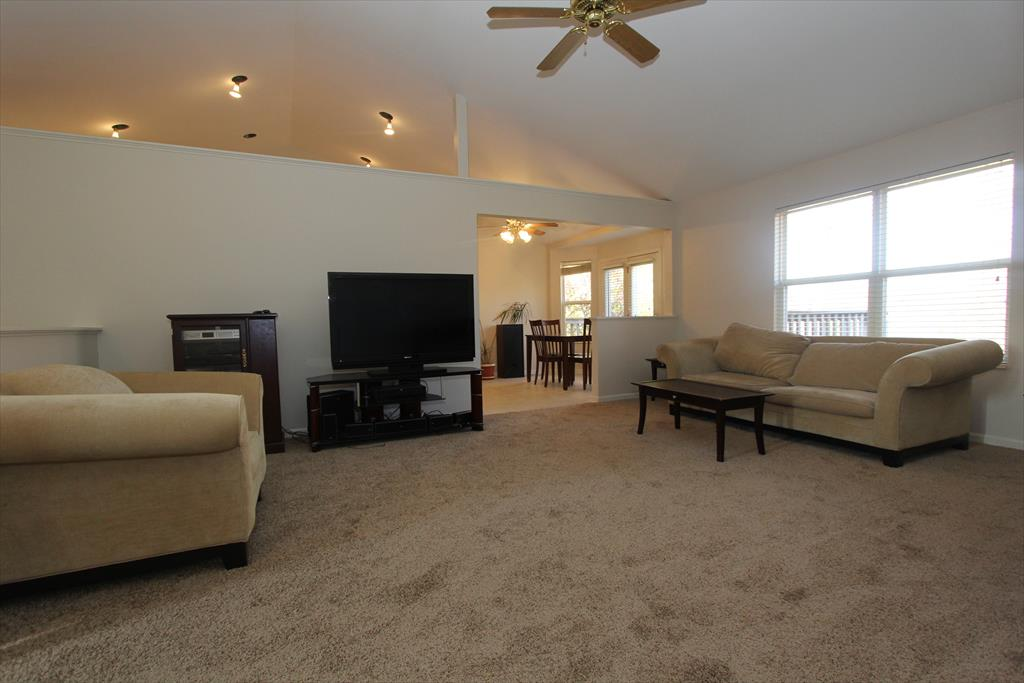 Living Room for 10677 Blue Spruce Ln Independence, KY 41051