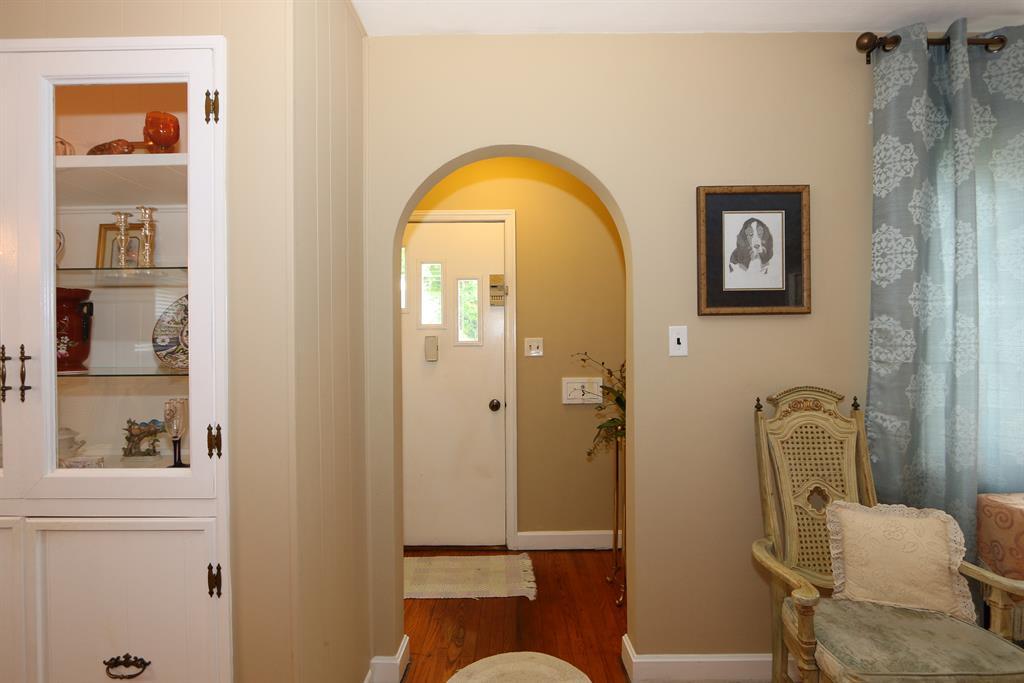 Foyer for 235 Tebbs Ave Greendale, IN 47025
