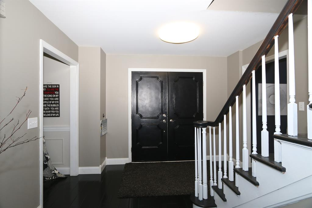Foyer for 8403 Capricorn Dr Montgomery, OH 45249