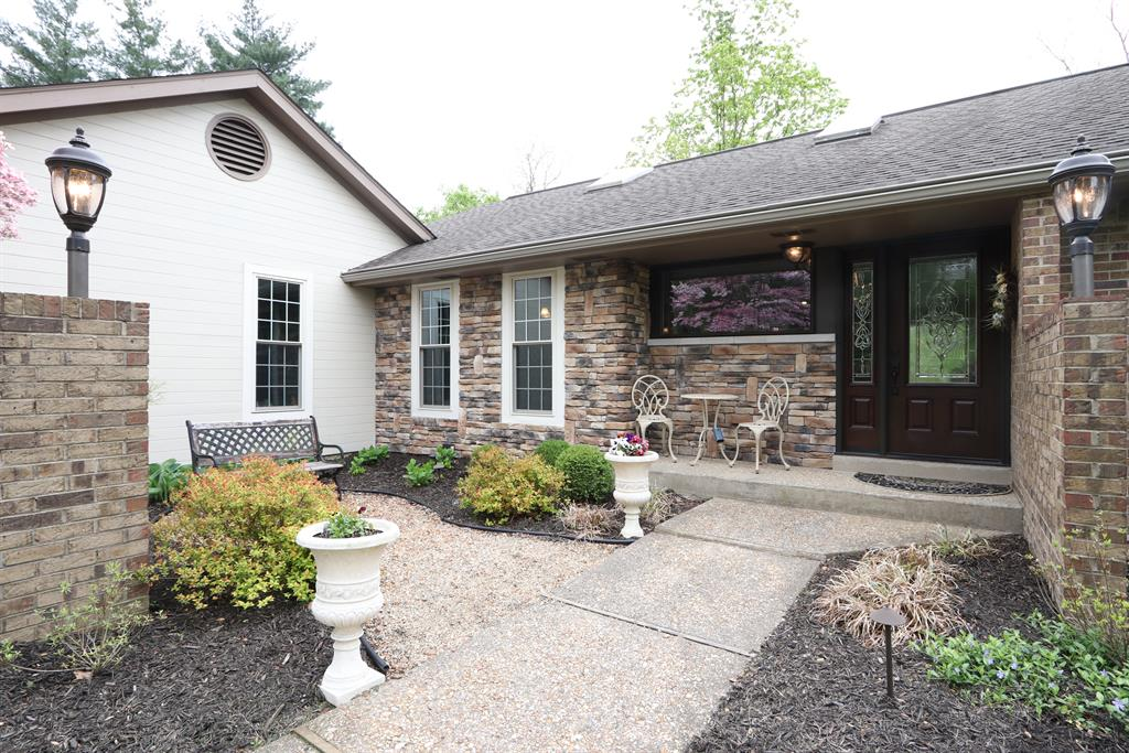 Courtyard for 28 Linden Hill Ct, A Crescent Springs, KY 41017