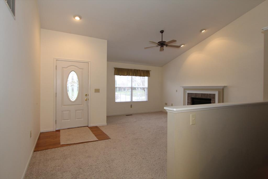 Foyer for 7593 Cloudstone Dr Florence, KY 41042