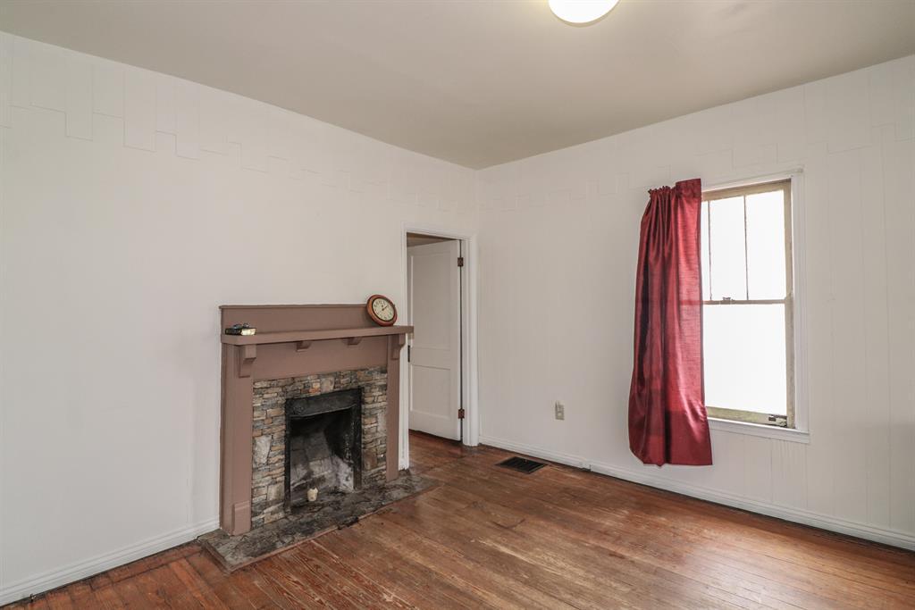 Living Room image 2 for 18 Banklick St Florence, KY 41042