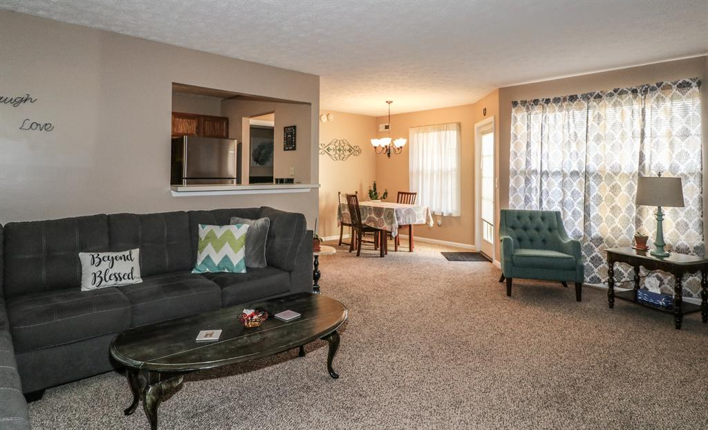 Living Room for 25 Highland Meadows Cir, 4 Highland Heights, KY 41076