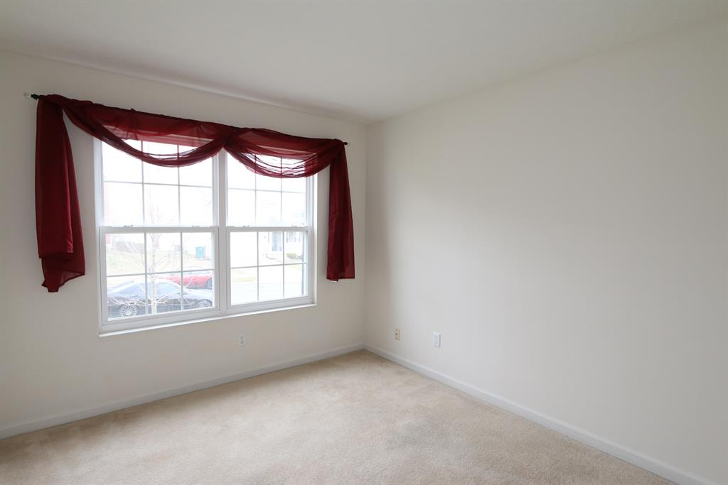 Living Room for 292 Parrott Ct Fairborn, OH 45324