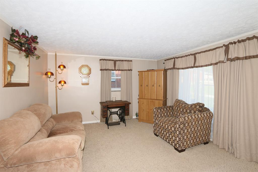 Living Room for 477 Cardinal Ct Erlanger, KY 41018