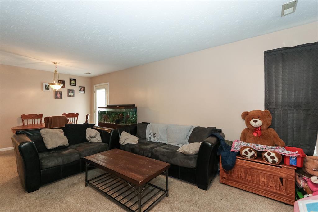 Living Room for 302 Taylor St Butler, KY 41006