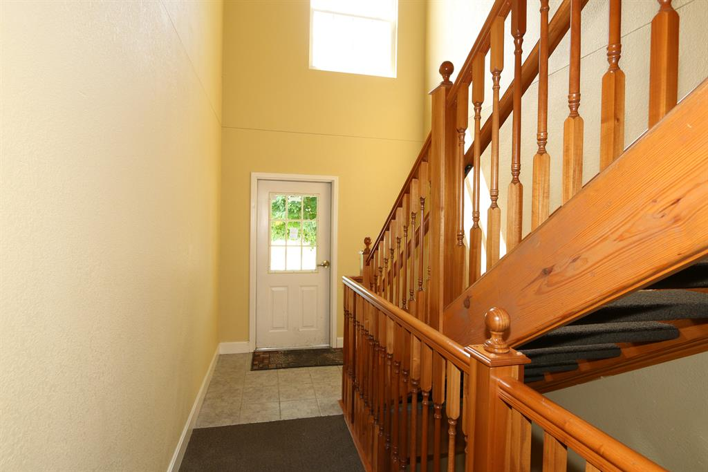 Foyer for 1802 Ashley Ct, 103 Florence, KY 41042