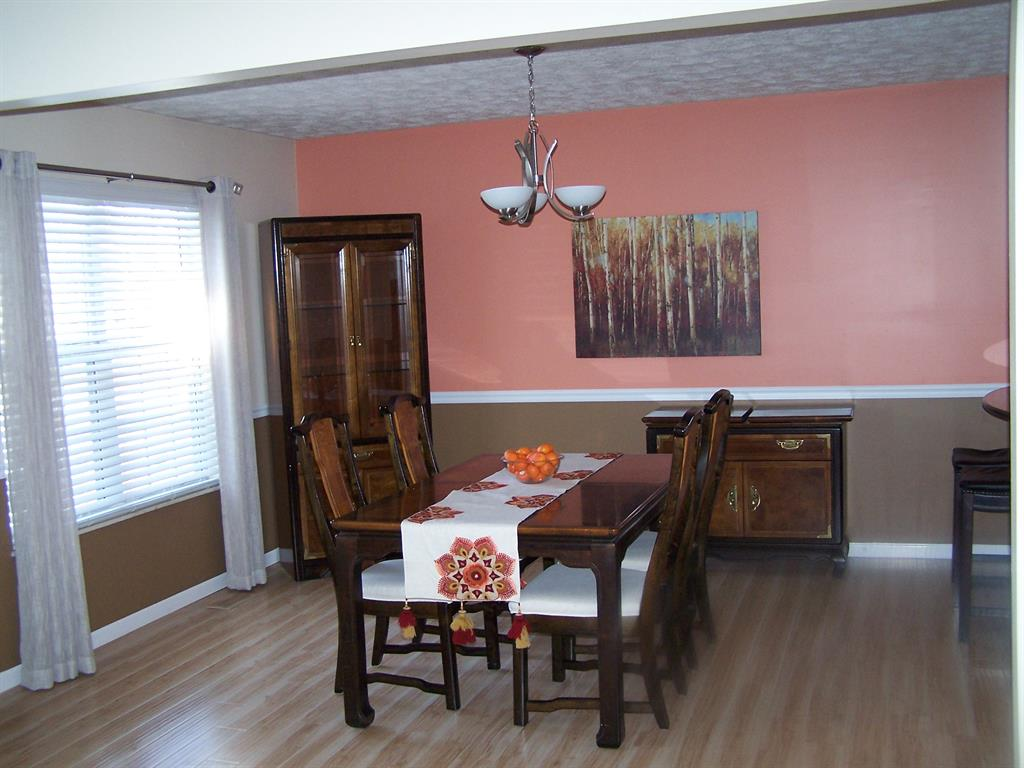 Dining Room for 658 Lakeshore Dr Hamilton Twp., OH 45039