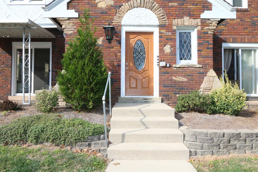 Entrance for 206 Levassor Ave Covington, KY 41014