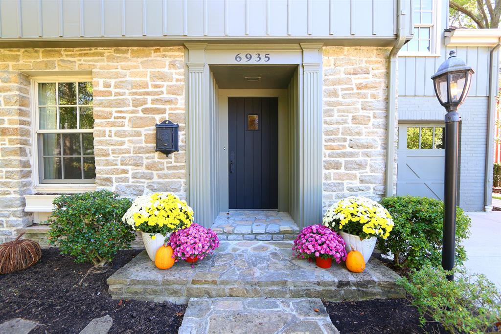 Entrance for 6935 Mt Vernon Ave Mariemont, OH 45227
