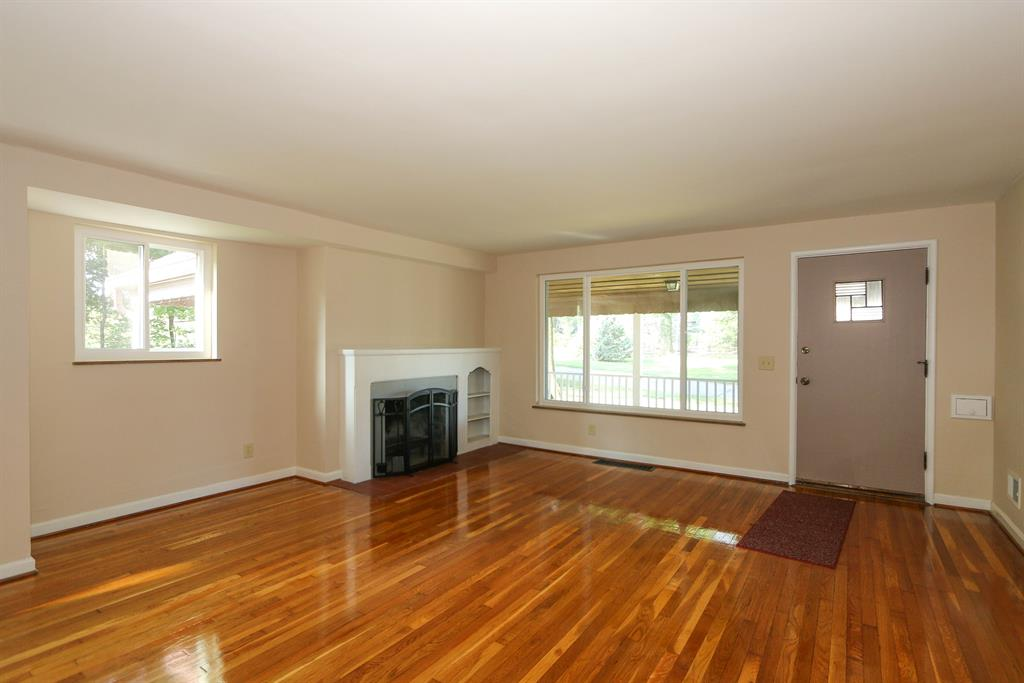 Living Room for 6400 Greenfield Ave Finneytown, OH 45224