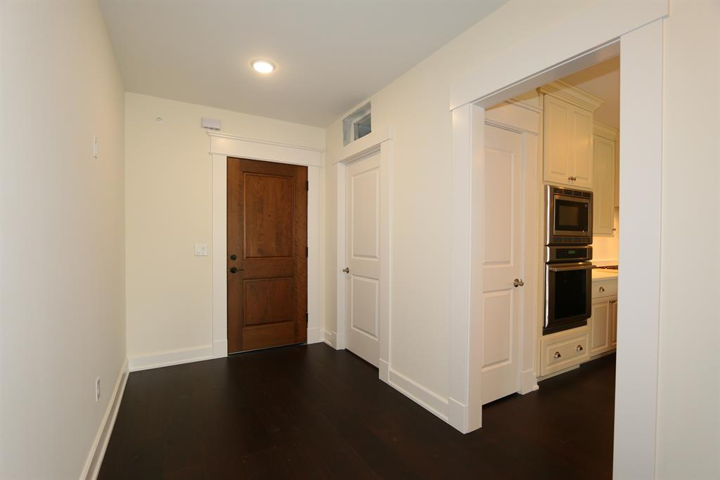 Foyer for 6901 Murray Ave, 205 Mariemont, OH 45227