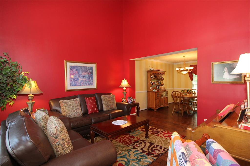 Living Room for 131 Fort Beech Dr Newport, KY 41071