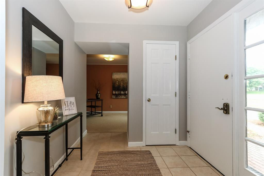 Foyer for 11621 Cedarview Dr Montgomery, OH 45249