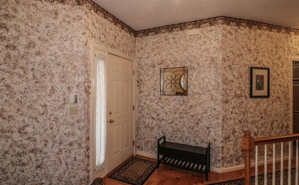 Foyer for 161 Summer Ln Crestview Hills, KY 41017