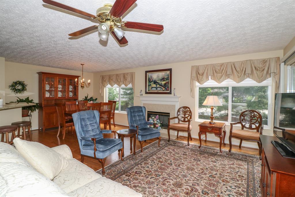 Living Room for 2250 Devlin Pl, 204 Crescent Springs, KY 41017