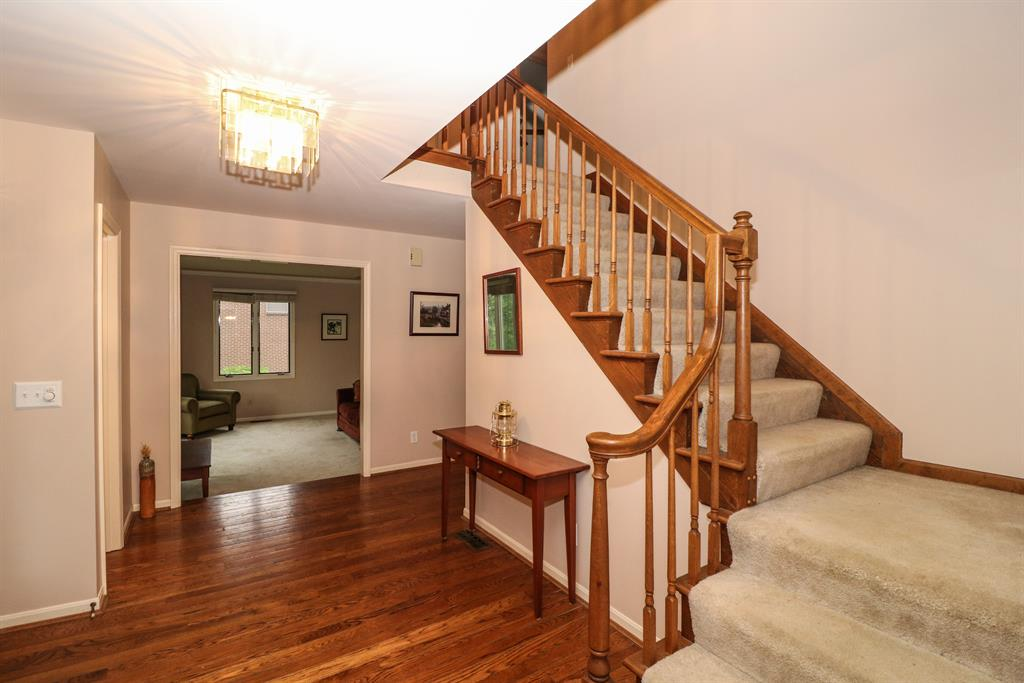 Foyer for 9446 Oakhurst Ct Blue Ash, OH 45241