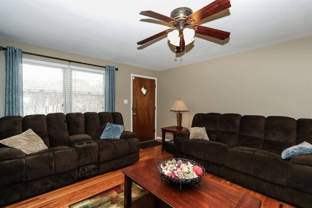 Living Room for 1072 E Low Gap Rd Cold Spring, KY 41076