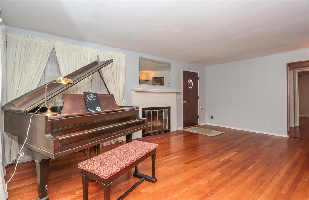 Living Room image 2 for 3044 Coral Park Dr Westwood, OH 45211