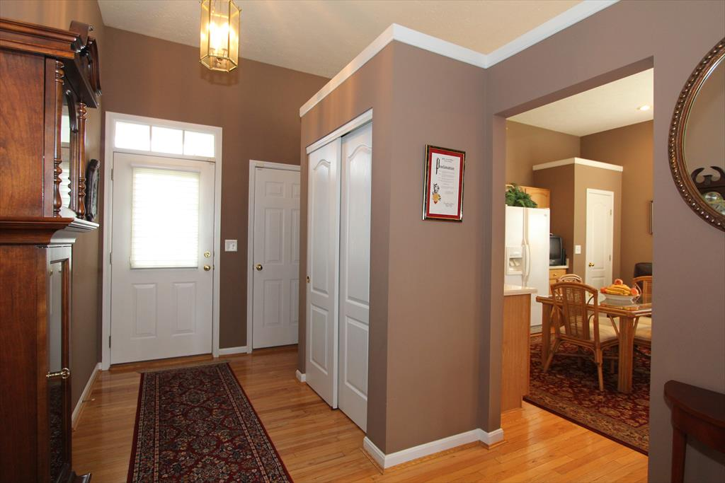 Foyer for 365 Shadow Ridge Dr Cold Spring, KY 41076