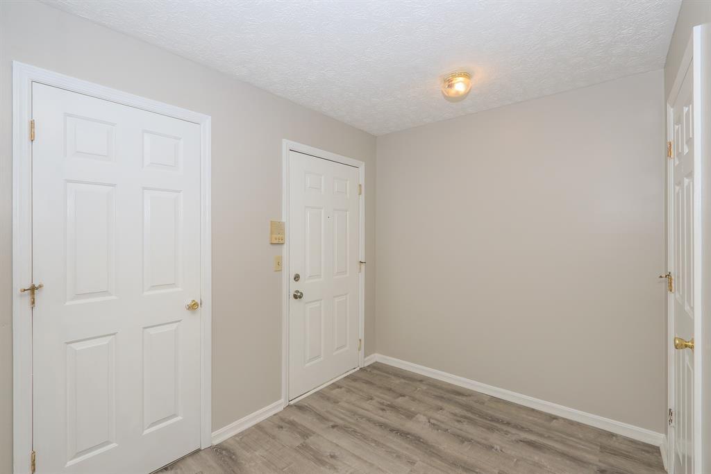 Foyer for 447 Deepwoods Dr Highland Heights, KY 41076