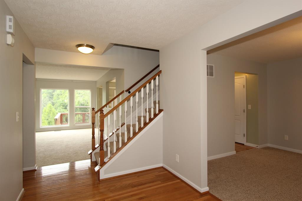 Foyer for 2372 Frontier Dr Hebron, KY 41048